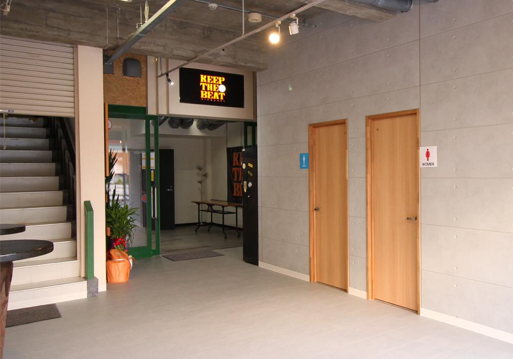 ライブハウス入り口 トイレ